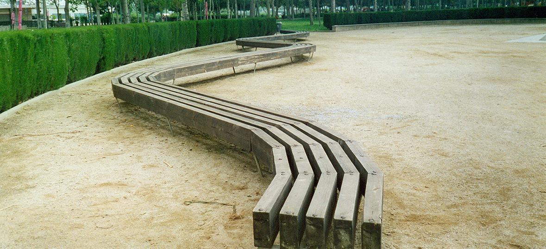 Mobiliario urbano con madera